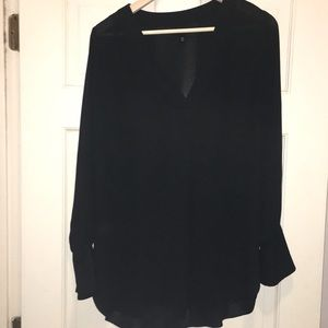 Who What Wear Black v-neck size M top/tunic